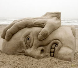 Sand-sculpture_iron_hand
